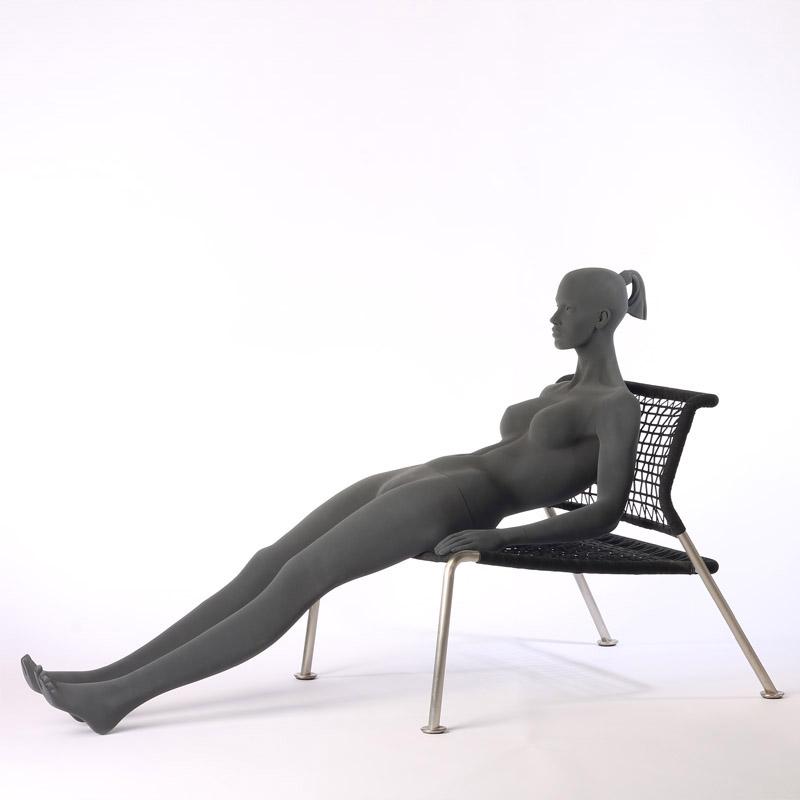 Pure – Stilisierte Damenfigur – mit raue Oberfläche - sitzend - Hindsgaul